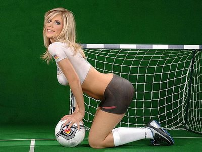 Painted_World_Cup_Football_Soccer_Girl_12